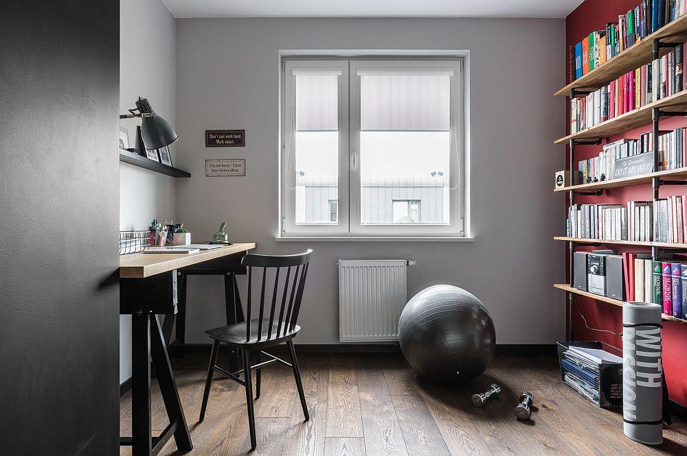 Camera dedicată biroului este mobilată cu strictul necesar, însă ambientarea este interesantă sub aspectul culorilor folosite - roșu pentru sporirea atenției, negrul care atenuează prezența stâlpului și greiul dintre ele care le leagă.