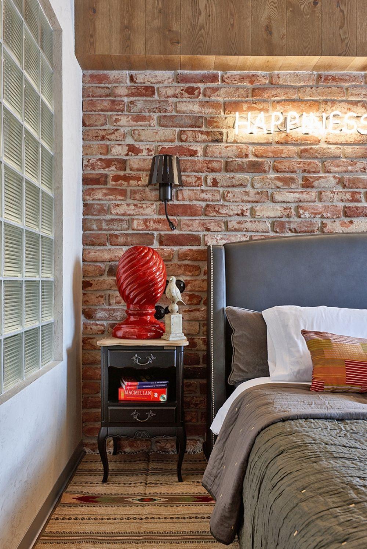 În atmosfera unei camere contează mult obiectele decorative, cu ajutorul cărora este completată povestea ambientului.