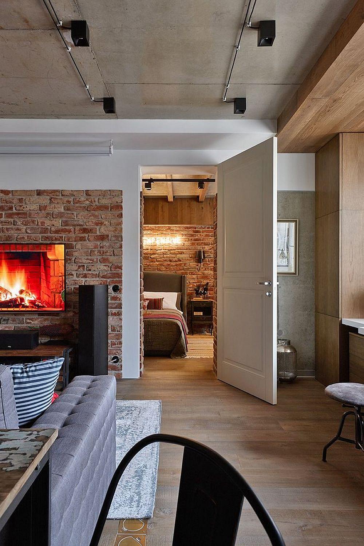 Dacă înainte de renovare accesul în dormitor se putea face și din hol, acum acesta se face exclusiv din zona de zi.