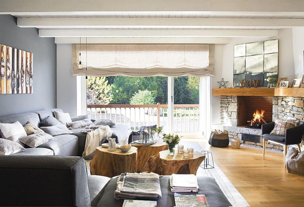 Deși abordarea este actuală cu influențe urbane prin prezența griurilor, senzația de casă de lemn, de intimitate este prezentă prin elementele din lemn și piatră. În loc de măsuțe buturugile din lemn vorbesc despre destinația de vacanță a casei, la fel și șemineul păstrat ca atare, aa cum era inițial. Oglinda de deasupra șemineului vine să amplifice senzația de luminozitate, ea având un rol pur decorativ, iar înălțimea ei fiind aleasă în acord cu cea a tâmplăriei ferestrelor. Astfel se ordonează spațiul printr-un truc de efect.