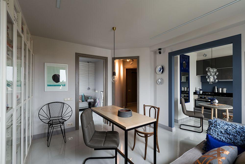 Din camera de zi se deschide ușa către dormitor, iar către bucătărie golul este lărgit și subliniat cu tocărie în nuanță albastră. Această deschidere dă impresia de mai mult spațiu, lăsând lumina naturală să circule, dar și pardoseala similară, nefragmentată de covoare, dă impresia de spațiu mai amplu.
