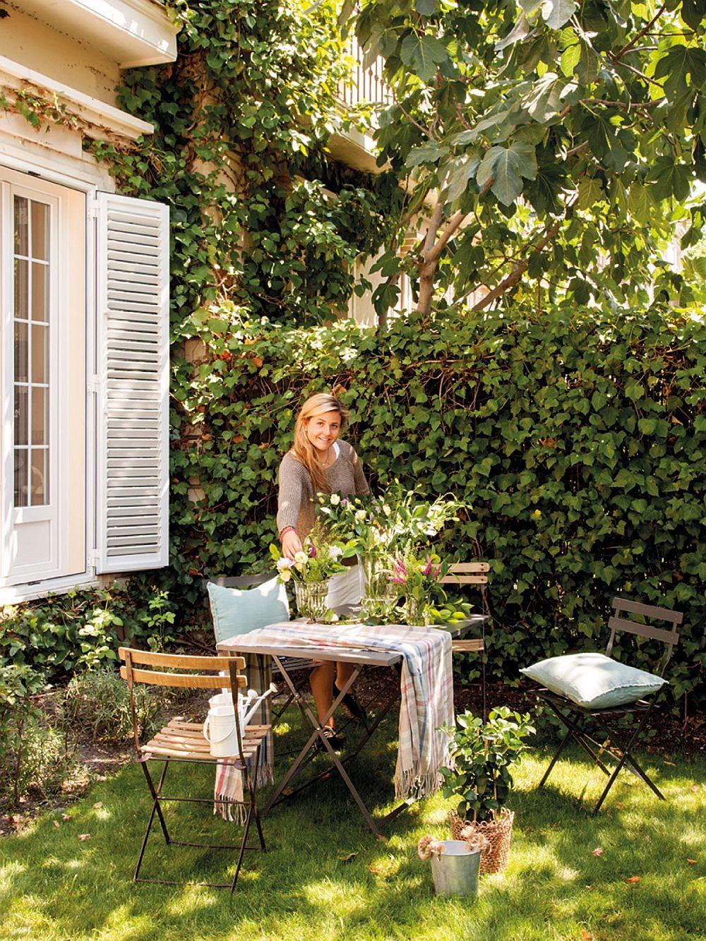 Da, contează pentru confortul locuinței ca aceasta să beneficieze de un spațiu exterior plăcut. Așa că atunci când e să optezi pentru un apartament, contează să te orientezi către numprul ferestrelor acestuia, dar și zone precum o curte mică sau o terasă plăcută.