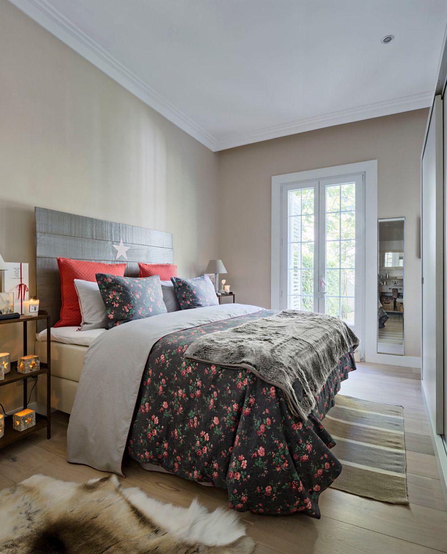 Dormitorul este simplu, dar funcțional amenajat, cu strictul necesar. Atmosfera este conferită prin intermediul deorațiunilor textile.
