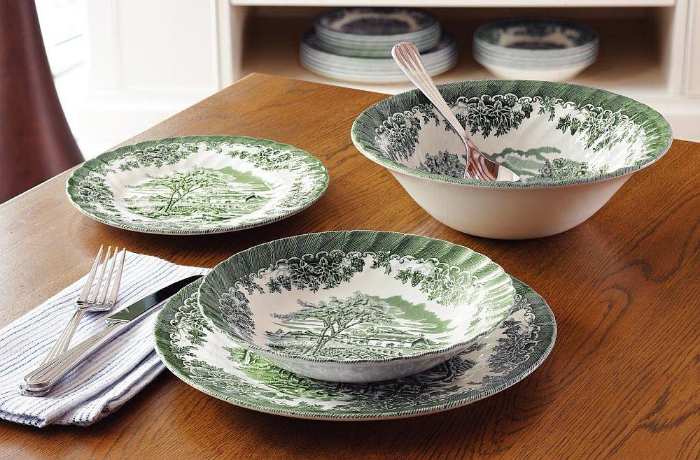 Dacă mobila din locuința ta este una rustică sau clasică în locul de luat masa, atunci ca și serviciu de masă poți alege un model cu ornamente vegetale, mai prețios, dar la preț bun.