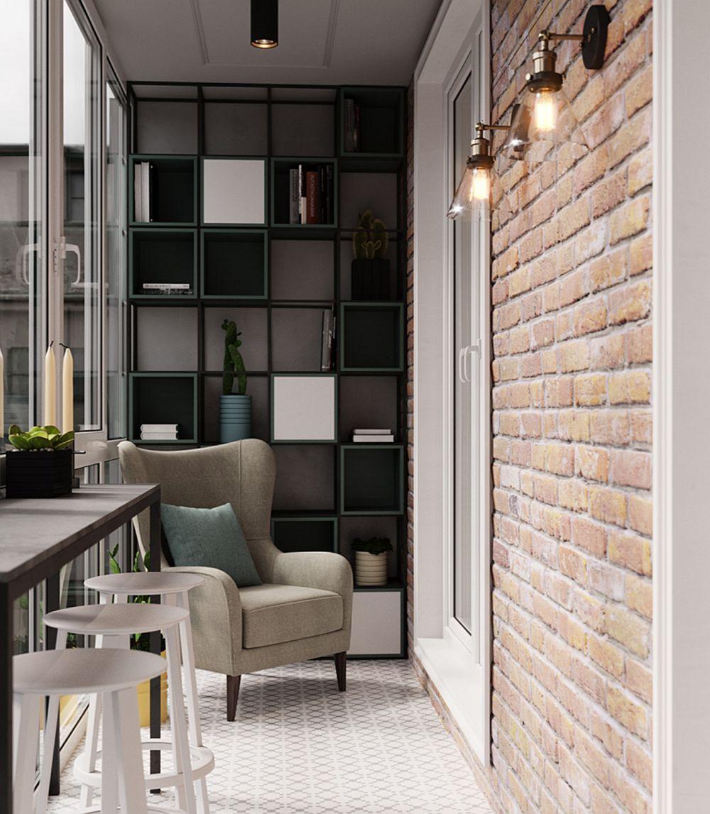 Balconul este amenajat ca spațiu de conversație, lectură, dar și pentru fumat. Oricum nu puteau fi desființati pereți, ci doar lăsate golurile de tâmplărie, dar proprietarii au preferat ca balconul să devină o altă încăpere.