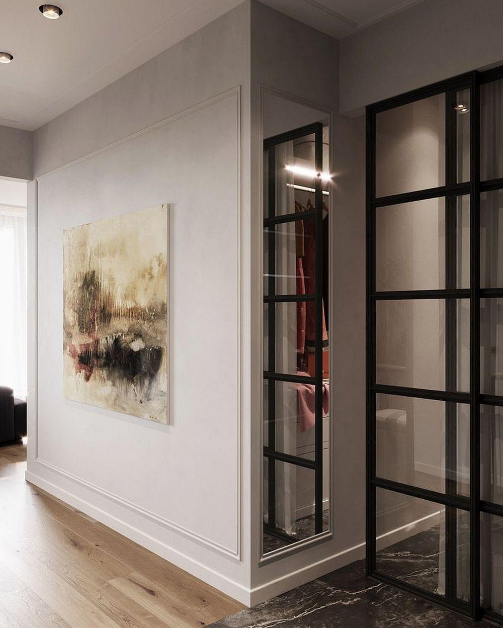 Imediat în apropierea dressingului a fost montată o oglindă, prin care modelul ușii dressingului se repetă ceea ce dă iluzia unui spațiu mai variat.