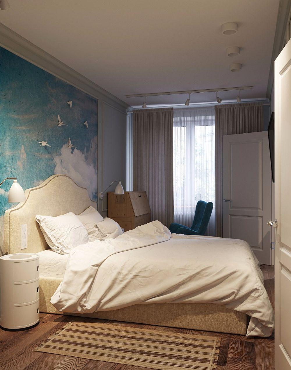 Lângă fereastră a fost amplasat locul de birou cu o masă achiziționată de la Ikea și un fotoliu confortabil cu spătar înalt.