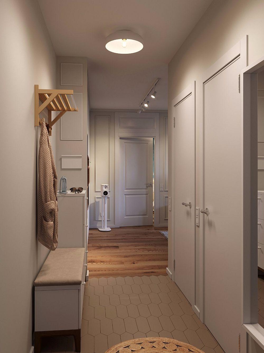 Imagine de la intrarea în locuință către living. Se pot observa în dreapta ușile interioare ale băii și spațiului de depozitare, iar în față una dintre ușile dormitorului.