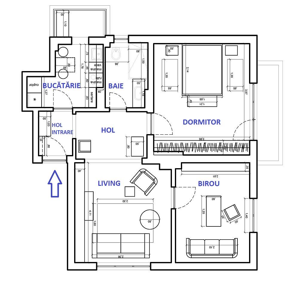 Cum au procedat arhitectele? S-au concentrat pe o distribuție cât mai bună în locuință, respectiv au deschis spațiile în zona de zi între holuri și living, iar în rest au avut în veder încadrarea cât mai armonioasă a spațiilor de depozitare. De asemenea, s-au concentrate și pe aspectul estetic pentru ca tușele clasice să fie prezente, dar imaginea de ansamblu a locuinței să fie una actuală. După ce organizarea și poziționarea dotărilor din bucătărie și baie a fost stabilită, precum și partea de instalații electrice, a urmat finisarea, mobilarea și decorarea.