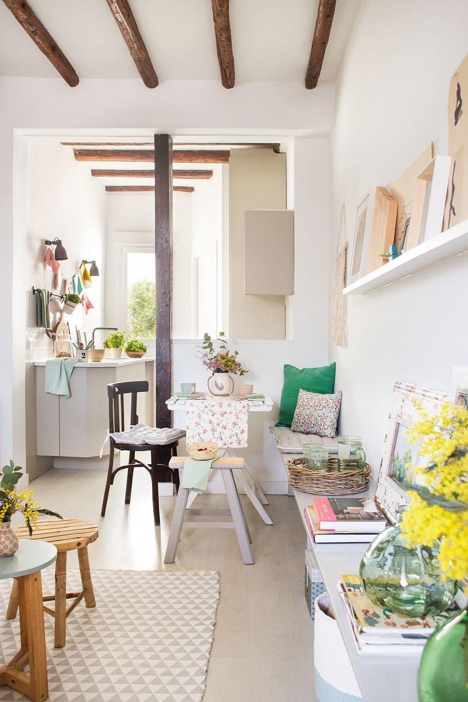 Seapararea între chicinetă și zona de living este parțială, astfel încât lumina soarelui ce pătrunde pe fereastră să ajungă și către zona de zi.