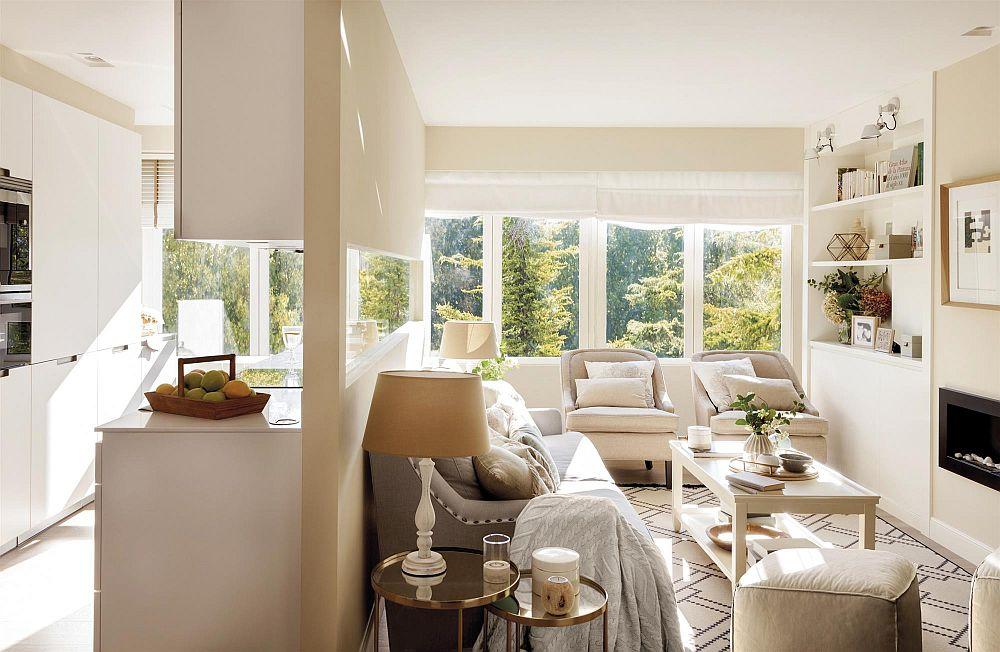 După cum se poate vedea, designerul a prevăzut o separare parțială între bucătărie și living, dar ambele funcțiuni sunt deschise către centrul locuinței. Asta face ca circulația să fie mai facilă, dar și senzația de spațiul și lumină mult ampplificata.