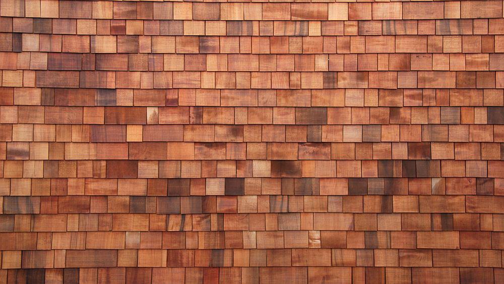Cel mai folosit lemn pentru productia de shingles&shakes este WRC (Western Red Cedar), Thuja Plicata în latină, un rășinos foarte resistent la îmbătrânire și la insect, datorită creșterii lente și cantității mari de rășini conținute.