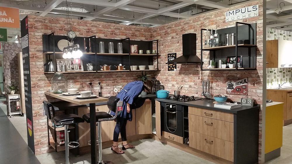 Balamele uşilor de la bucătăriile Impuls, pe care le găsești la kika, au un unghi de deschidere de 107 grade şi pot fi reglate pe trei dimensiuni. Bucătăriile Impuls pot fi echipate cu multiple soluţii de compartimentare ce se încadrează perfect în corpurile alese.