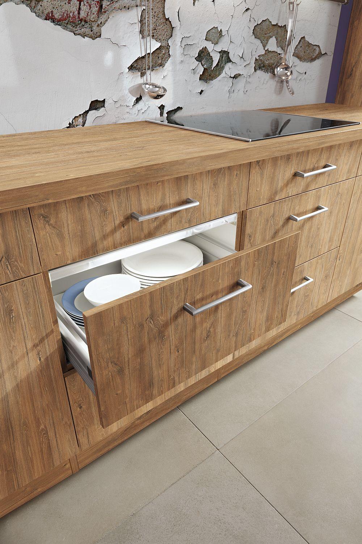 Uşile şi sertarele unei bucătării sunt supuse zilnic unei funcţionări repetate şi din acest motiv bucătăriile Impuls pe care le găsești la kika sunt echipate cu feronerie de calitate şi de renume. Pentru un confort sporit sertarele adânci sunt dotate cu sisteme self-closing ce permit o manevrare uşoara şi o închidere silenţioasă.