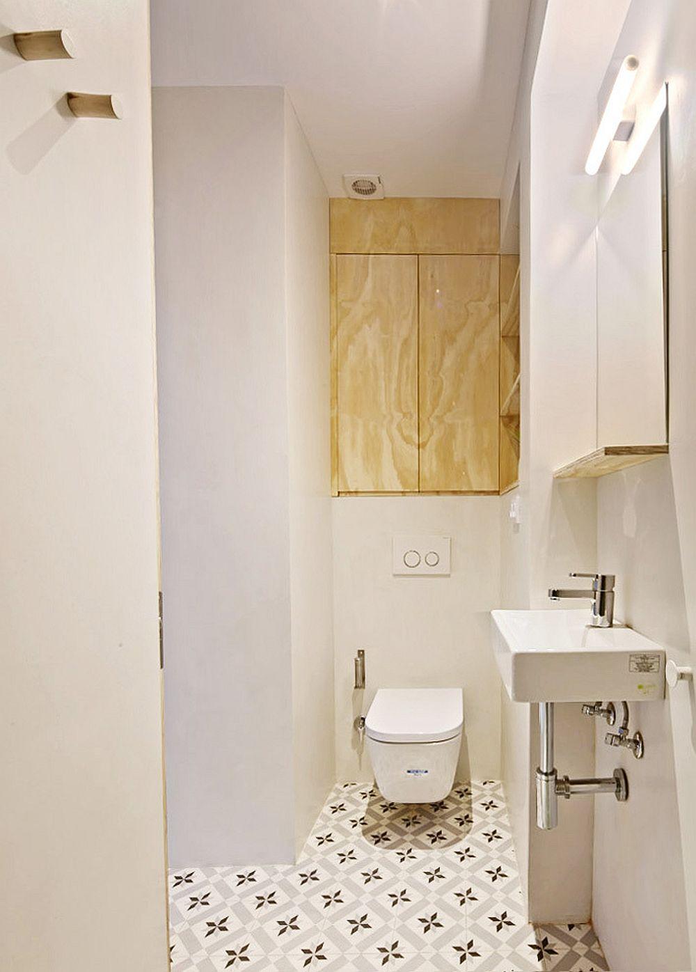 Chiar dacă spațiul este mic, deasupra vasului wc s-a putut adapta un corp de mobilier pentru depozitare. Acest corp de mobilier a fost amplasat în nișa rezultată deasupra rezorvorului vasului wc, rezervor îngropat.