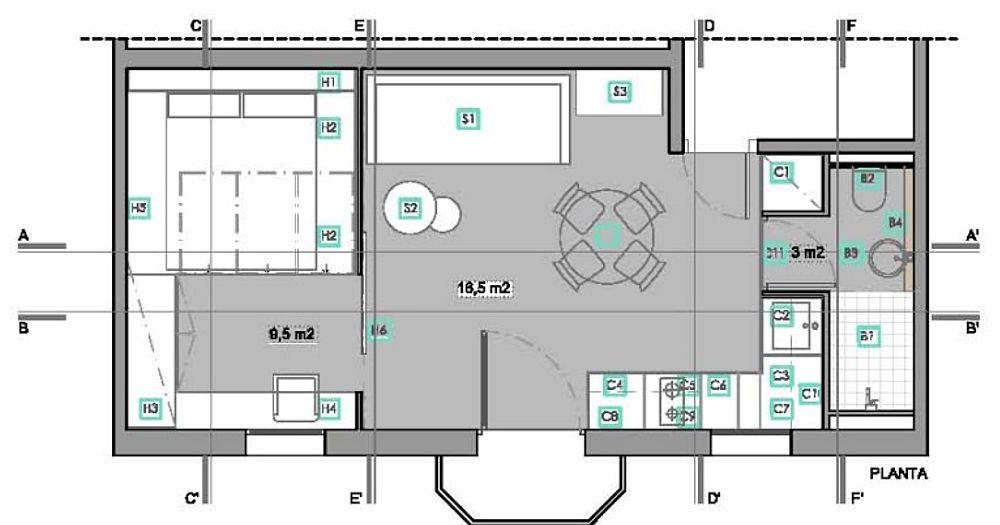 Propunerea inițială a designerilor pentru organizarea spațiului garsonierei care măsoară 30 de mp. Prezența mai multor ferestre a ajutat mult în compartimentarea spațiului, respectiv la organizarea unui loc separat pentru locul de dormit. Designerii au avut în vedere ca centrul locuinței să fie cât mai liber, iar mobila cât mai compactă, oferind suficient spațiu de depozitare.
