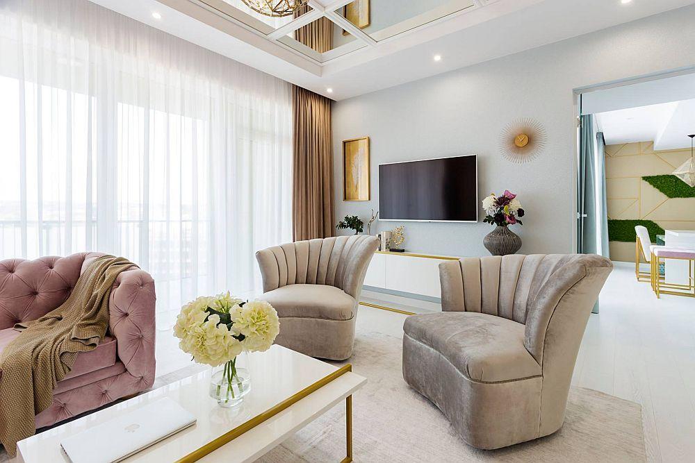 Măsuța din living, la fel ca și comoda din zona tv este desenată de către designer și realizată la Saramob Design din Oradea.