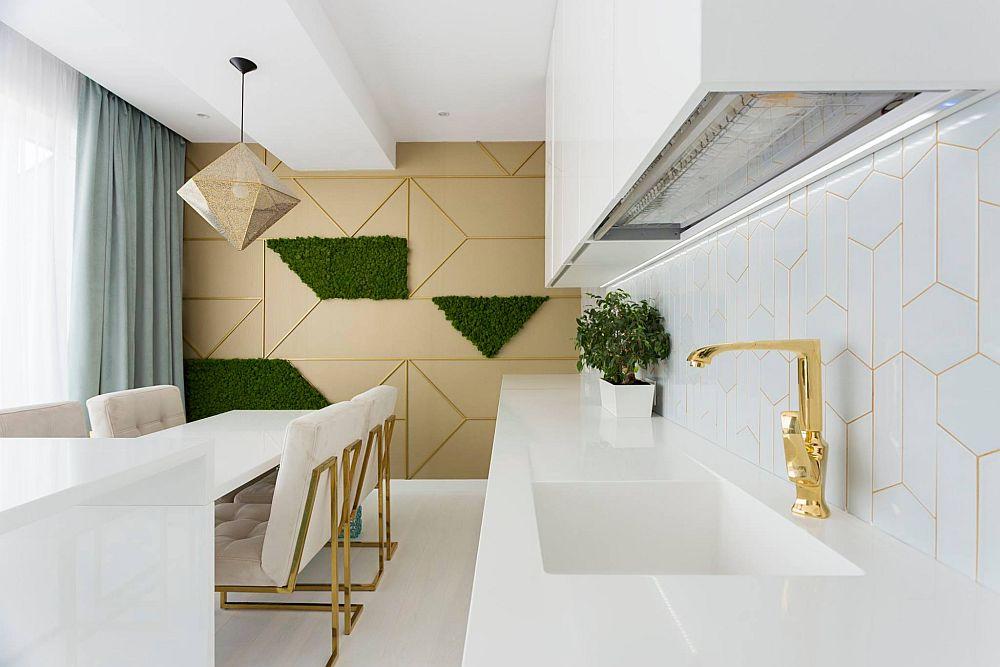 Scaunele de la masa bucătăriei sunt achiziționate online de pe un site din Anglia, iar taburetele înalte sunt realizate pe comandă la Saramob Design.
