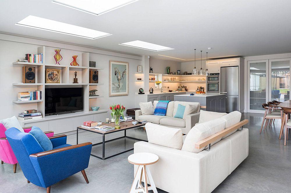 Dacă nu e loc în cameră pentru un corp de mobilier poziționat pe pardoseală se pot face rafturi suspendate pentru cărți. În desenul rafturilor poate fi inclus și televizorul.