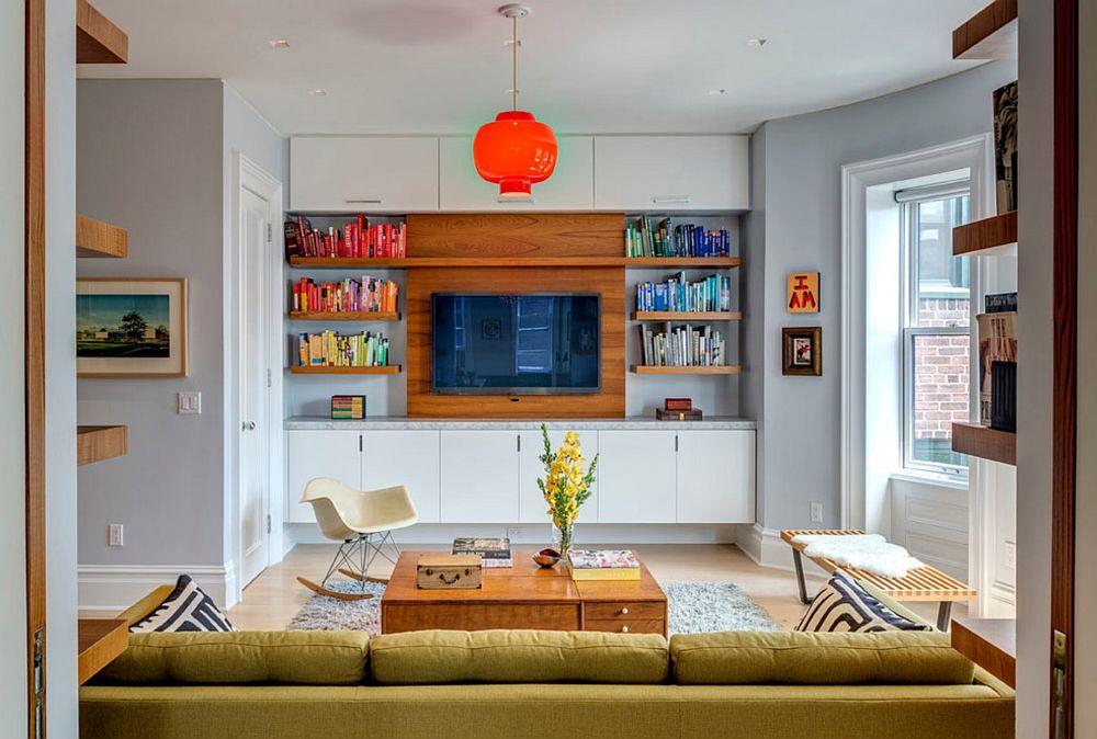 Biblioteca este pentru unii oameni o modalitate de a colora spațiul. Cum? Prin gruparea volumelor de cărți după nuanțele cotoarelor. Televizorul la mijloc și zona de bibliotecă este deja una mai deosebită.