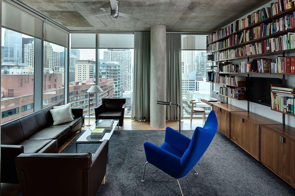 Contează mult și forma unei biblioteci, designul ei. Într-un apartament contemporan amenajat o bibliotecă cu structură metalică face ca încăperea să nu devină încărcată, iar pe lângă locul de tv se poate configura și o masă de birou (condiția este ca partea de jos a bibliotecii cu uși închise să aibă circa 70-75 cm înălțime)