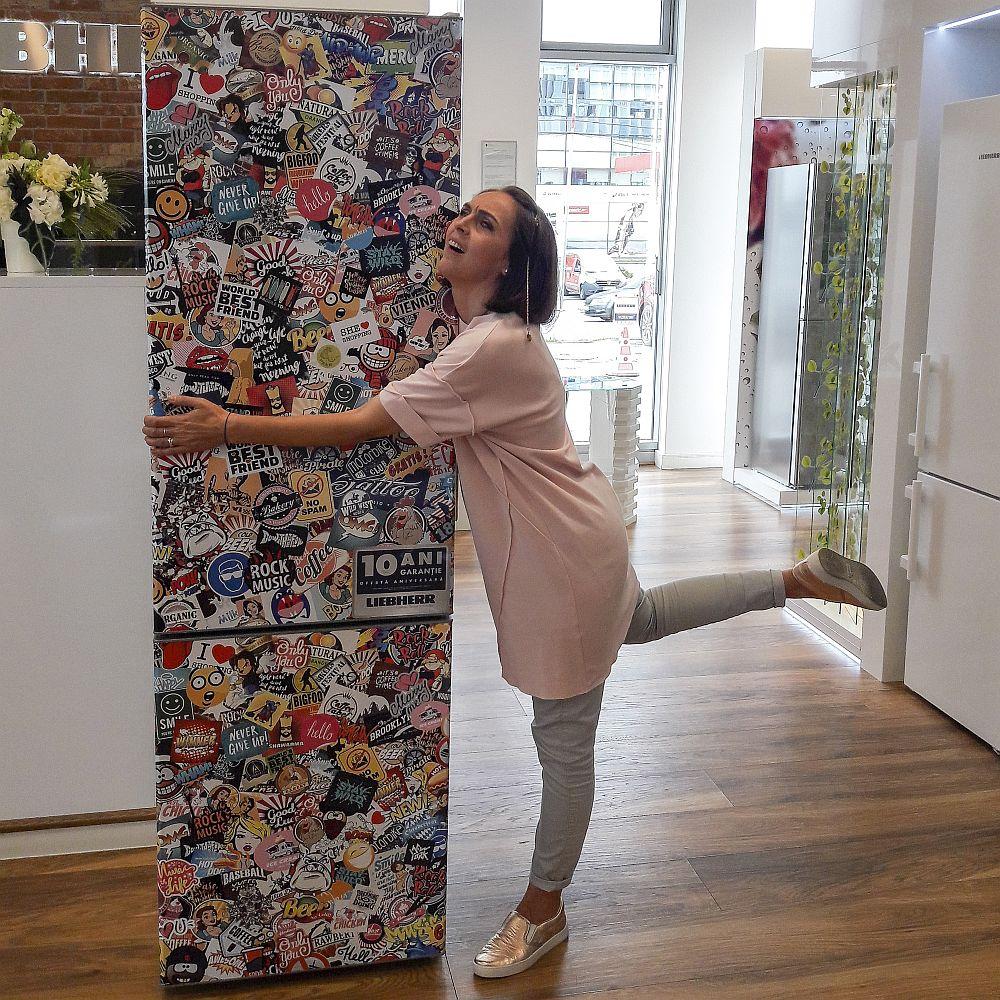 Combina frigorifică StickerArt este un adevărat obiect de design, cu toate funcțiile de top marca Liebherr și garanție 10 ani de zile.