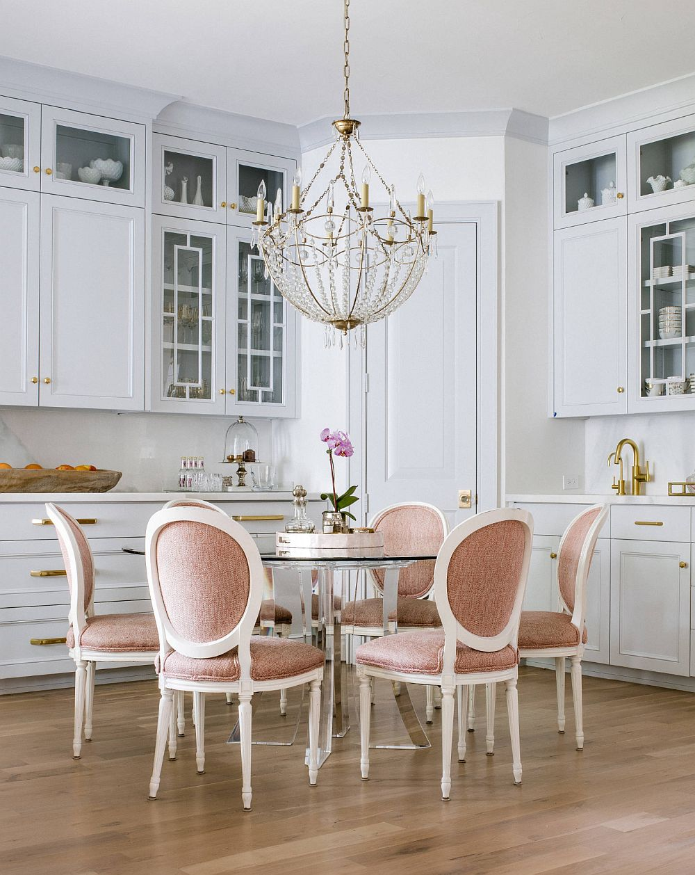 adelaparvu.com despre interioare cu roz pudrat si auriu, Foto Nolen Homes & Interiors