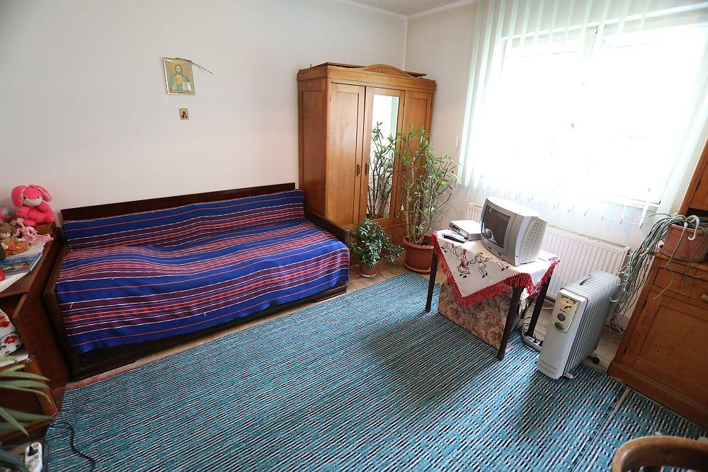 Camera care a devenit a Iuliei înainte de renovarea făcută de către echipa Visuri la cheie.