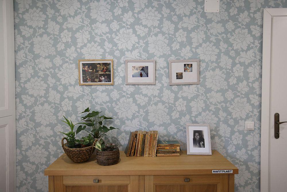 Am ales ca în zona comodei să existe fotografii dragi Mariei pentru ca șocul renovării să nu fie foarte mare, să găsească ceva familiar ei în noua cameră.