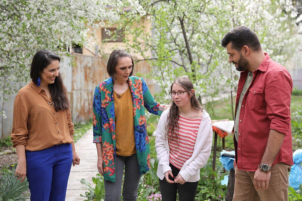 Întâlnirea cu Iulia ne-a emoționat pe toți. În foto, alături de Iulia, Cristina Joia, Adela Pârvu, Ciprian Vlaicu.