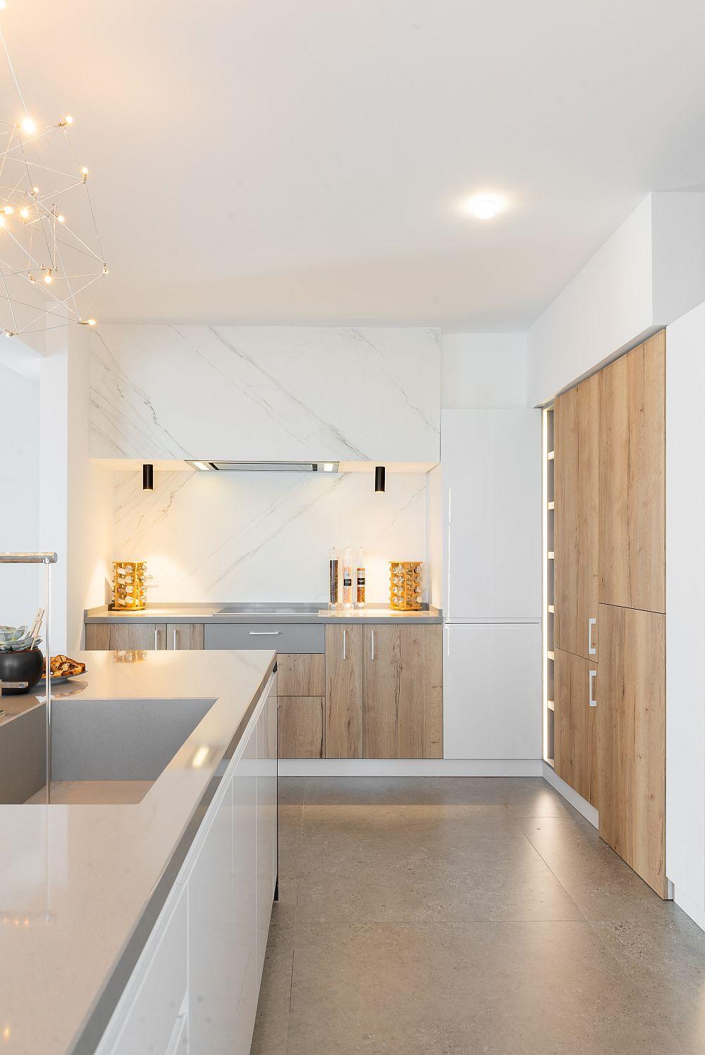 Bucătăria după reamenajarea făcută pe baza proiectului biroului Pure Mess Design.