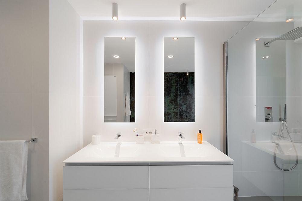 Într-o baie matrimonială este binevenit un lavoar dublu, unul pentru fiecare soț.