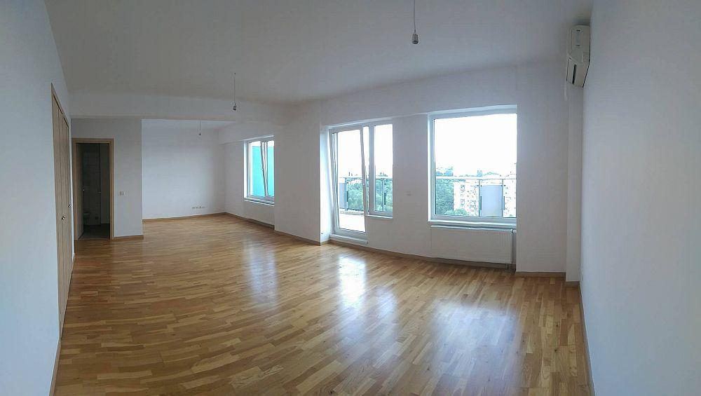 Spațiul locuinței așa cum arăta înainte de reamenajare.