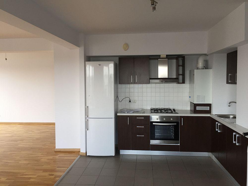 Bucătăria înainte de reamenajare.