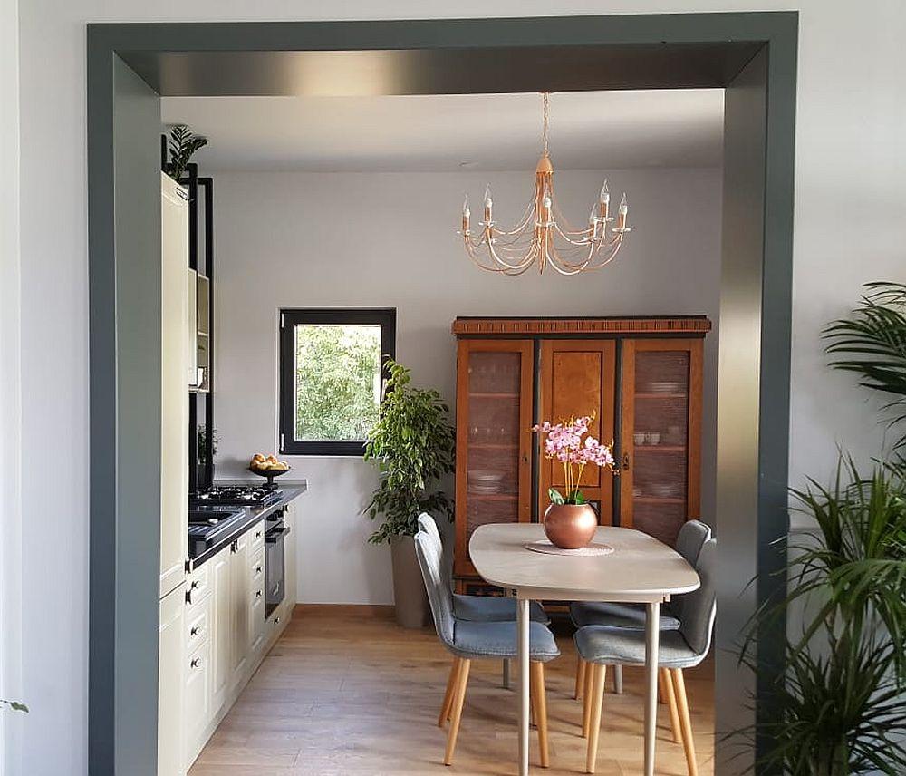 Locul de luat masa l-am gândit în centrul bucătăriei pentru a fi vizibil din toată zona de zi și pentru a sugera ospitalitate, o caracteristică a familiei Dinuță.
