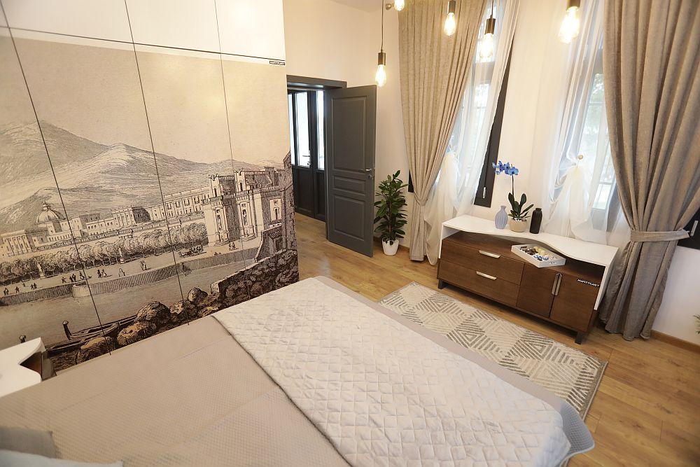 Dormitorul părinților după renovare, ambientare gândită de Cristina Joia.