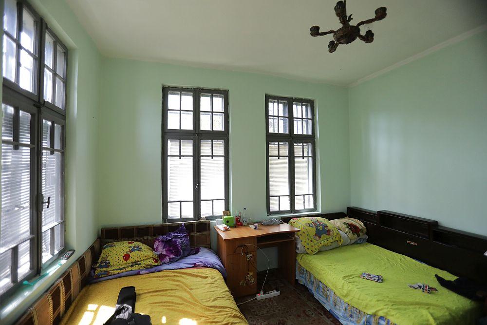Dormitorul părinților înainte de renovare.