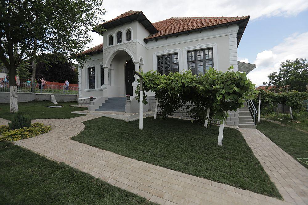 adelaparvu.com despre casa familiei Dinuta, Micesti, Arges, renovat de echipa Visuri la cheie, ep 2, sez 5 (4)