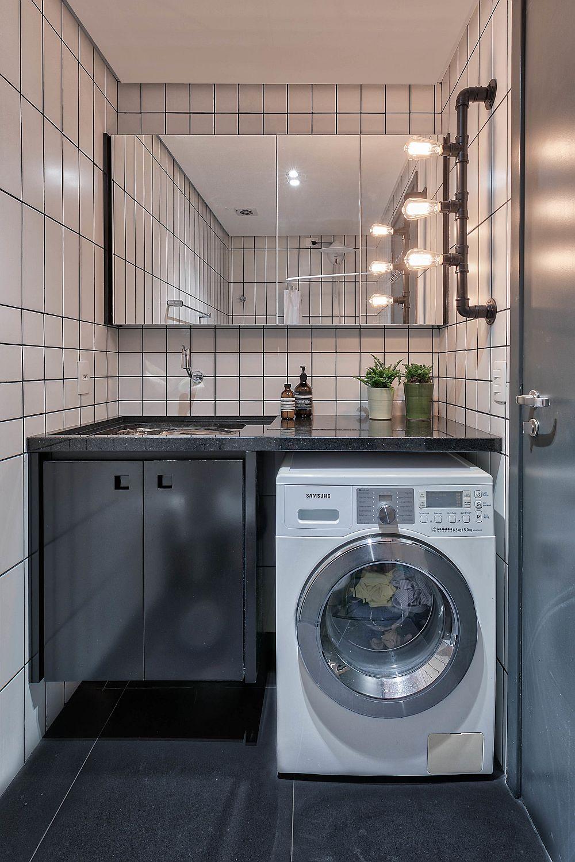 Baia este și ea minimală, dar arhitecții au organizat totul astfel ca mașina de spălat să poată fi integrată sub blatul lavoarului. O locuință mică, inedită ca amenajare și ca soluții de amenajare, Sper să te inspire și pe tine!