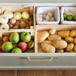 După ce comanzi online cumpărăturile, tot ce-ți mai rămâne de făcut este să ți le ordonezi așa cum știi tu la tine acasă.