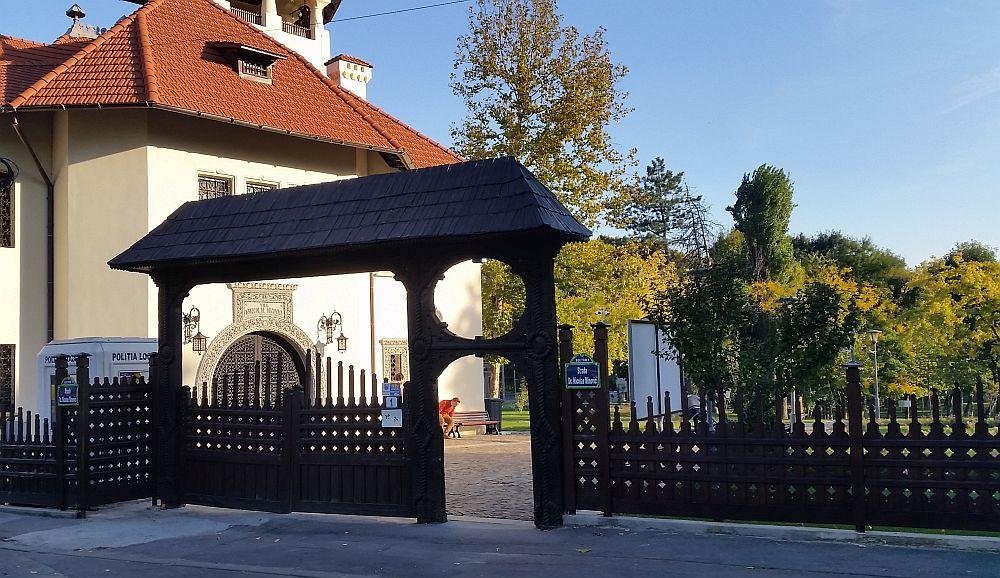 Poarta de intrare în muzeu.