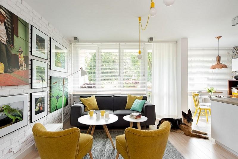 Deși suprafața totală a apartamentului era destul de generoasă, adică 90 de metri pătrați cu tot cu balcoane, comparimentarea nu era dintre cele mai fericite. Arhitecții au prevăzut deschiderea bucătăriei către camera de zi și includerea spațiului locgiei în cel al bucătăriei. Au extins astfel spațiul și au fluidizat circualțai în locuință, mai ales că din living se accede către un al doilea dormitor, transformat acum în spațiu de birou. Desigur, toate modificările s-au făcut numai după consultarea unui inginer de structuri, pe baza unei expertize tehnice și după obținerea aprobărilor necesare.