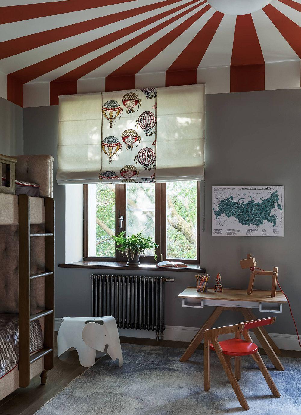 În aceeași cameră sunt organizate locurile de dormit șistudiu pentru trei copii, o provocare majoră pentru designer, care a avut în vedere un dressing separat față de cameră pentru ca în spațiul pe care-l împart copii, la mijloc să existe cât mai mult loc de joacă.