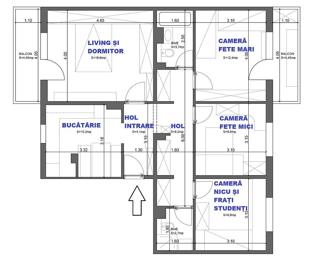 Locuința măsoară circa 89 metri pătrați și nu am intervenit asupra compartimentării. Cum era împărțită, așa am lăsat-o, doar că am îmbunătățit-o. Singura modificare de spațiu a fost la camera fetelor mari, unde balconul a fost înglobat în ansamblul camerei, fără a desființa însă parapetul existent inițial.