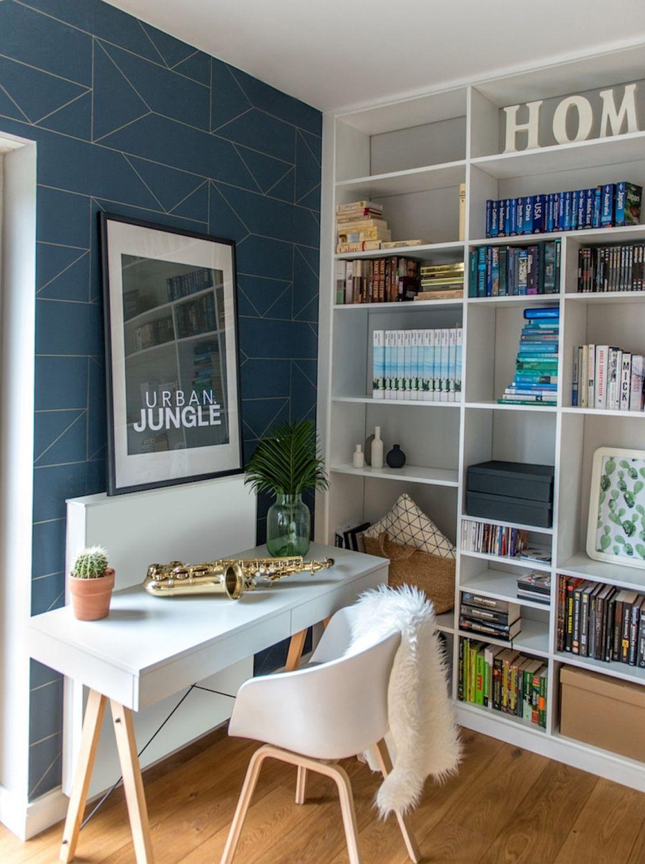 La prter există și un loc de birou într-o cameră care este folosită ocazional și pentru a găzdui oaspeții.