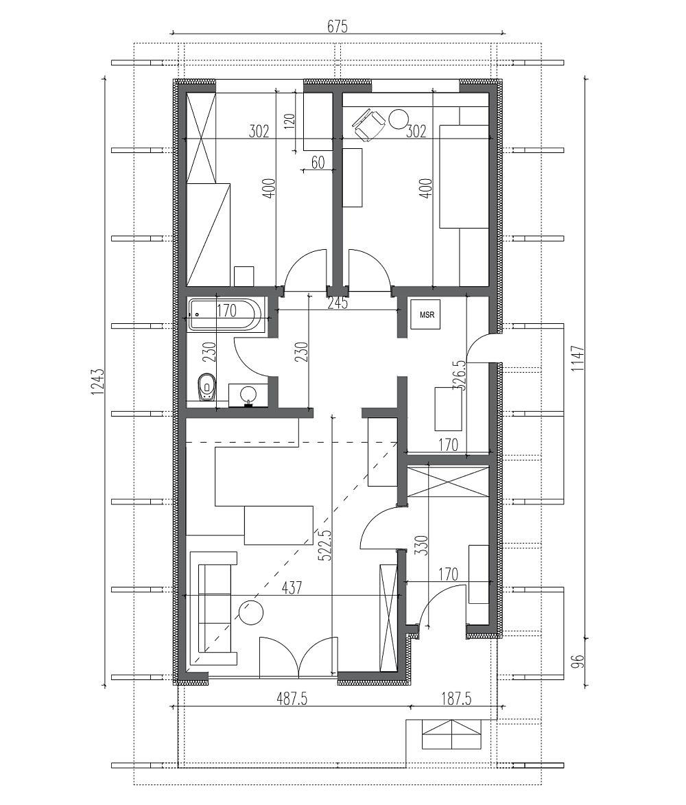Suprafața construită a casei este de 80 de metri pătrați, iar suprafața utilă de circa 67,5 mp. Casa a fost gândită să fie folosită doar la parter, deși deasupra dormitoarelor s-ar putea amenaja pe viitor partea de etaj. La interior sunt așa: Hol intrare 5,61 mp, Living cu bucătărie 22,8 mp, Hol dormitoare 5,63 mp, Camera tehnică 5,55 mp, Baie 3,91 mp, Dormitor Alex 12 mp, Dormitor Buni 12 mp.