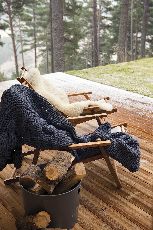 Da, să ai un loc al tău fiind cu cei dragi alături. Să te reîncarci cu natură, cu vântul care vorbește prin crengile arborilor, cu trilurile păsărilor, cu mirosul de lemn și pâmânt umed.