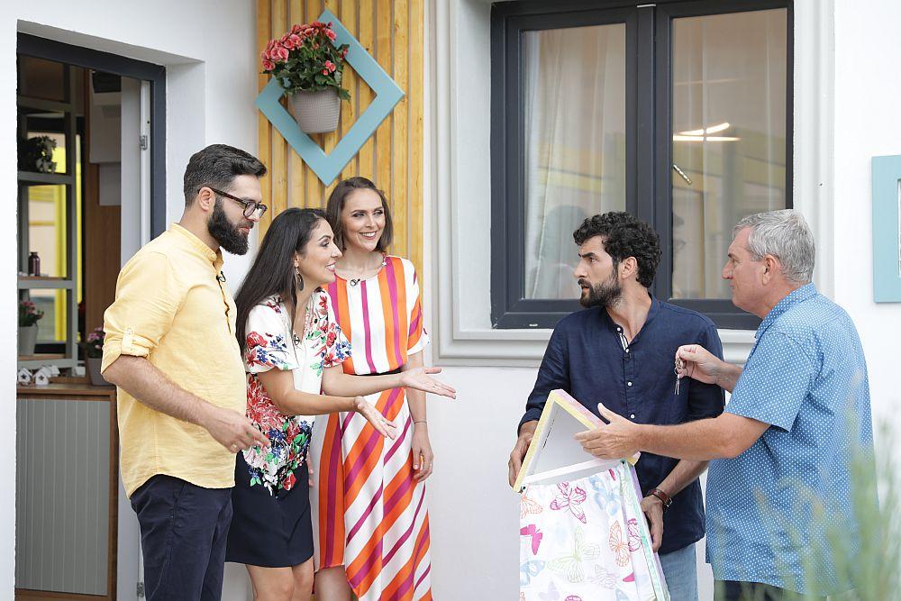 Momentul în care discutam despre căsuța pe care Corneliu Ulici, prezentatorul emisiunii, urma să i-o dea Anastasiei, proiectul lui special pentru cea mică.