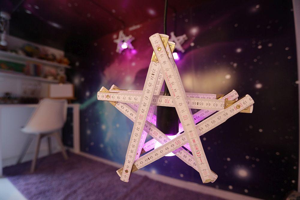 Proiectul meu special, pe lâmgă toată această cameră, a fost unul prin care mi-am dorit să-i stârnesc imaginația Anastasiei: stele făcute din metru de tâmplărie.