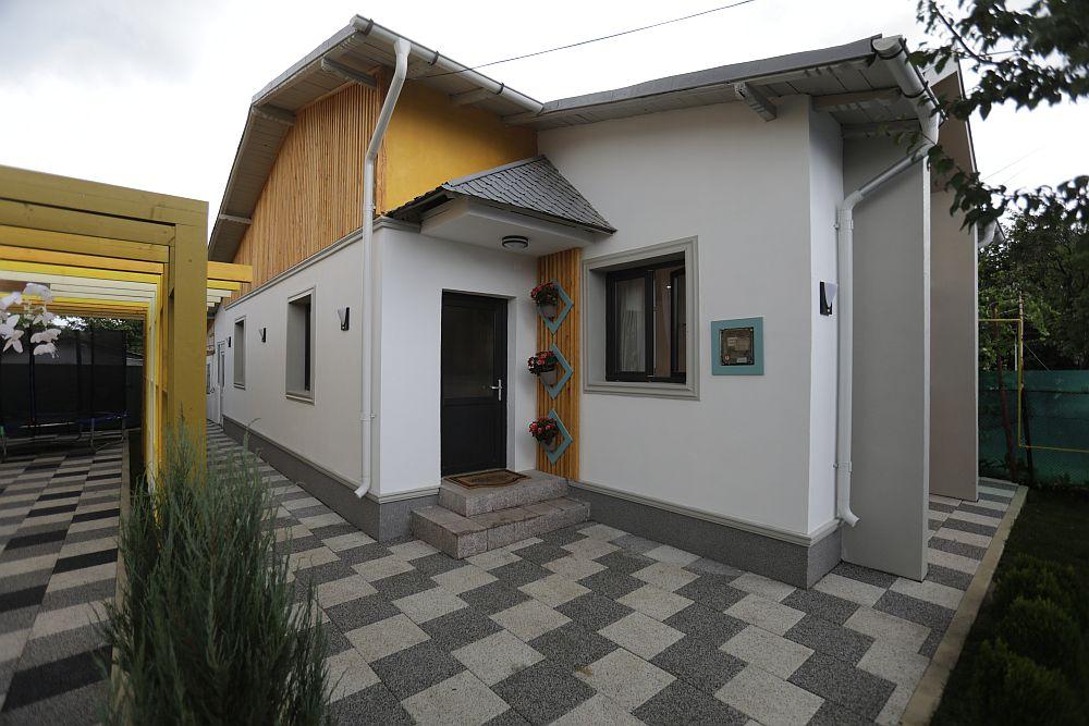 Fațadele casei după renovarea făcută de către echipa Visuri la cheie.